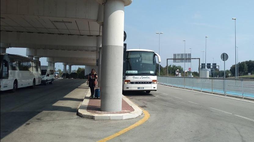 Bari Flughafen Transport mit Bus
