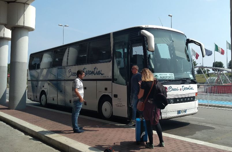 Ankunft und Abreise am Flughafen Bari-Palese 2