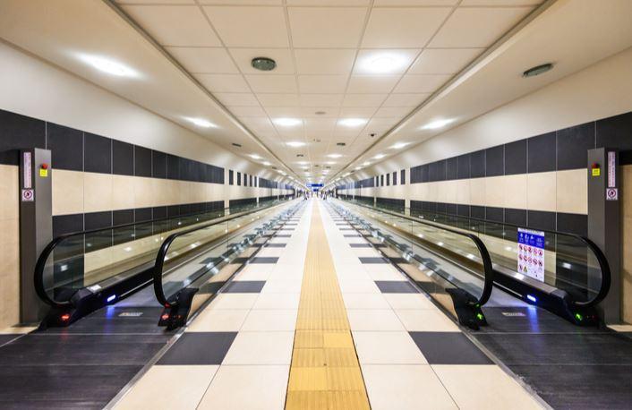 Tunnel-Flughafen-zug-bari-palese